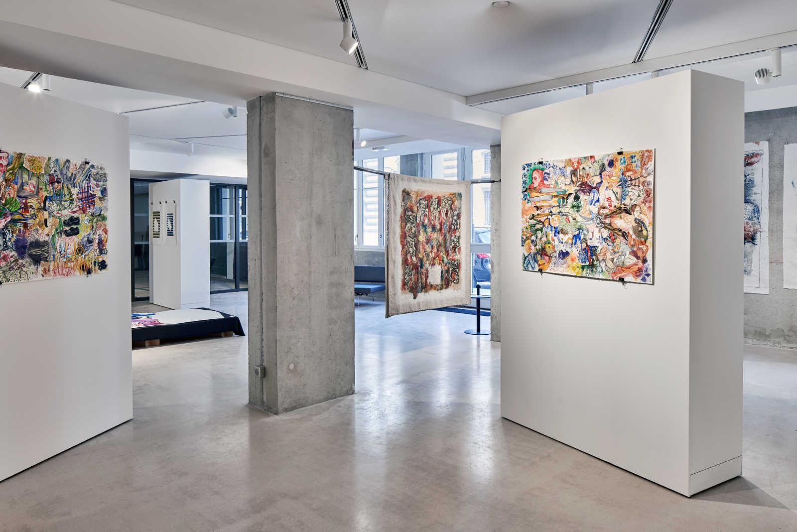Amenagement galerie d'art avec plafond toile tendue